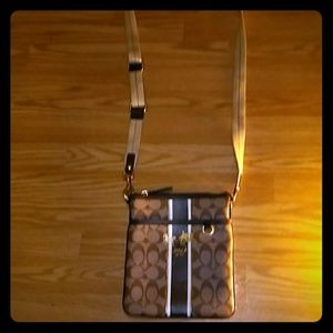 - AUTHENTIC COACH POCKETBOOK-